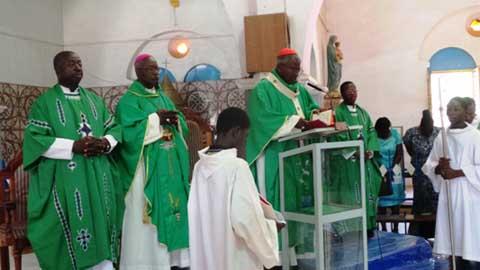 L'Eglise Famille de Dieu au Burkina prie pour le Pape.