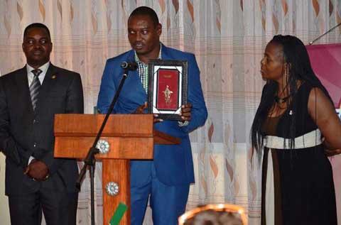 Toastmasters Ouaga Forum: Robert Sanhama lègue un «riche héritage» à Cécile Thiombiano.