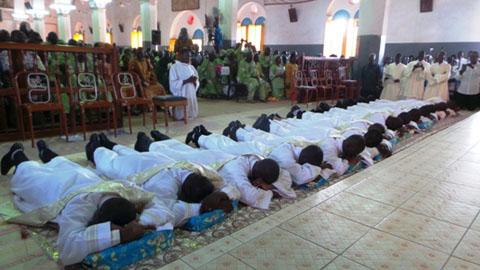 Ordination sacerdotale dans les diocèses du Burkina