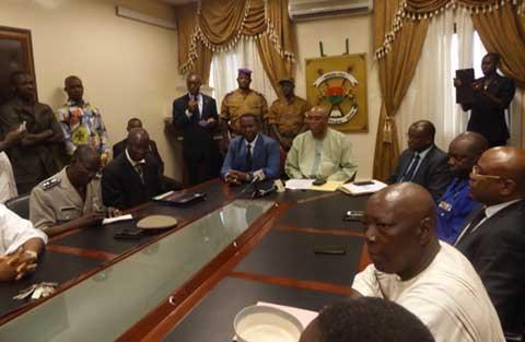 Passation de service au Ministère délégué à la sécurité: La sécurisation des élections et le grand banditisme, priorités du colonel Paré