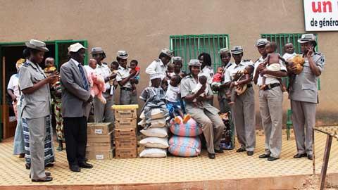Orphelinat de Tintilou: Les policières ont apporté des vivres aux pensionnaires