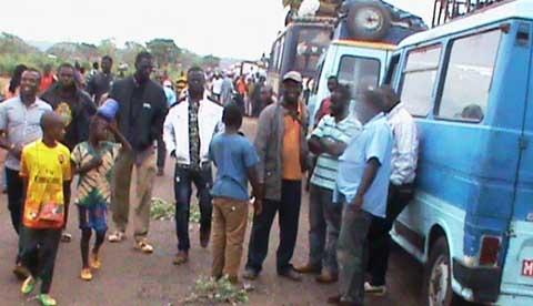 Tracasseries routières: Des commerçants burkinabè  empêchent  le passage aux camions maliens à Orodara