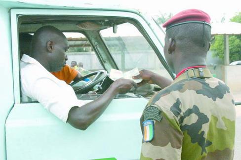 Racket sur les routes ivoiriennes: La libre circulation des personnes et des biens en péril