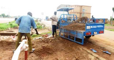 Ouagadougou: Du sable dans les caniveaux, une mine d'or pour certains élèves