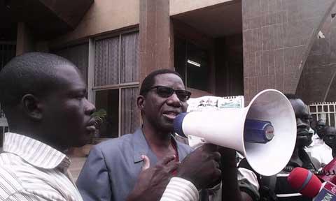 Fraudes aux concours directs: Des manifestants en sit-in devant le ministère de la fonction publique pour exiger la reprise des épreuves