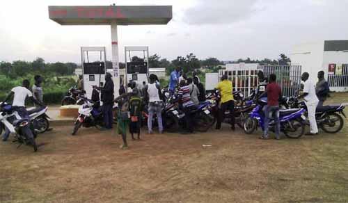 Augmentation du prix de l'essence: Malhonnêteté ou escroquerie?