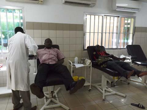 Bobo-Dioulasso: Du sang des militaires et policiers radiés pour sauver les blessés du putsch