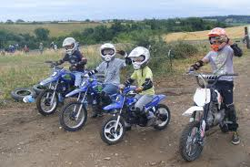 Plateau du week-end: A quel âge peut- on offrir une moto à un élève?