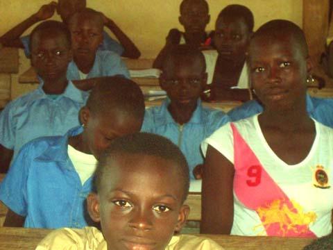 Rentrée scolaire 2015-2016: Les filles du lycée provincial Bafuji de Gaoua désormais coiffées à la garçonne