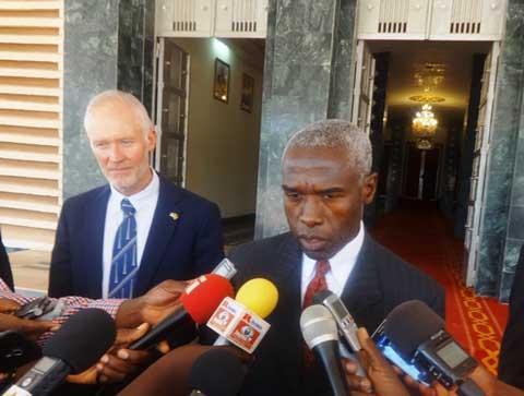 Audiences au Premier ministère: Tulinabo Mushingi parle de coopération et Mohamed Ibn Chambas de soutien à la transition