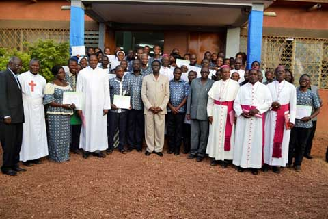 Humanisation sanitaire: Le centre Camillianum met 54 diplômés au service de la Nation