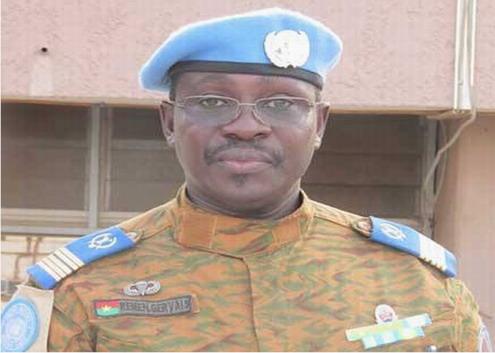 Le colonel Gervais REMEN, précédemment directeur des opérations à l'état-major de l'armée de terre, a été nommé ce lundi soir chef de l'état-major particulier du président du Faso, en remplacement du colonel Boureima KERE, inculpé dans le cadre des enquêtes sur le putsch du CND.