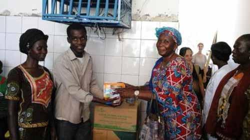 Bobo-Dioulasso: Les femmes de l'UPC apportent du soutien aux quadruplés