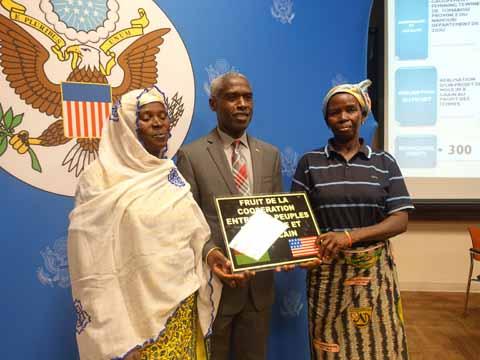Soutien américain à des  associations burkinabè entreprenantes: 18 accords de financement signés