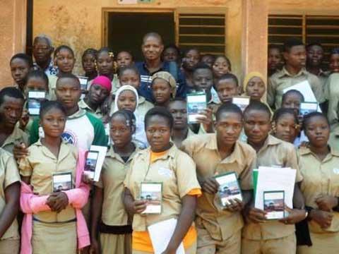 Bobo-Dioulasso: 60 «nouvelles du Kuntara» pour les élèves du Lycée municipal Vinama Djribril Tiemounou