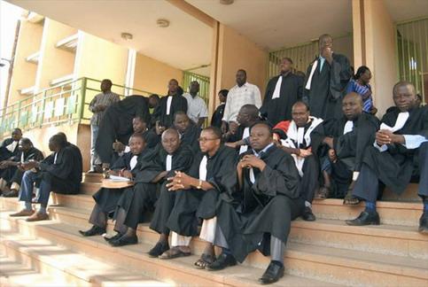 Justice: Les greffiers affichent leur détermination face aux menaces du gouvernement