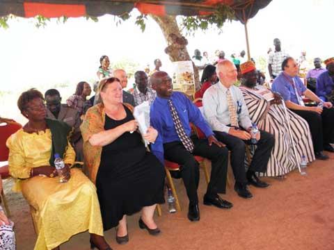 Irrigation goutte à goutte: Dr Tulinabo Mushingi apprécie l'expertise d'iDE à Yamtenga