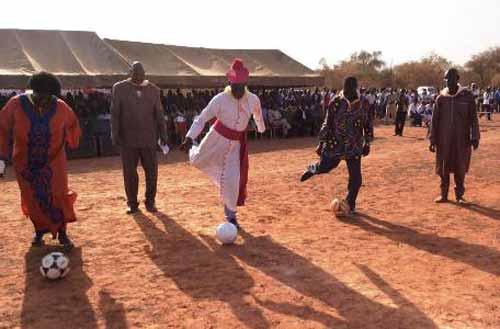 Mgr Justin KIENTEGA, fait Commandeur de l'ordre du mérite!