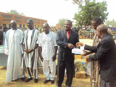 Appui à l'éducation au Nord: Le PDG de STAF fait un don de matériels pédagogiques