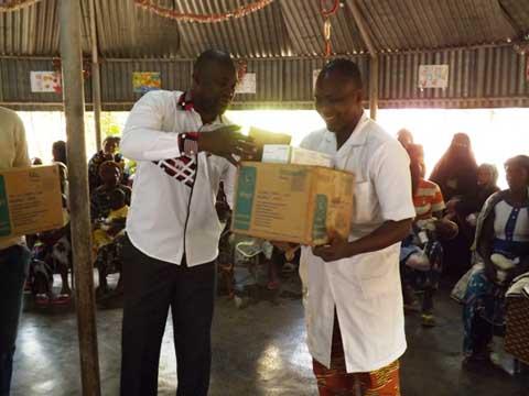 Bobo-Dioulasso: Un arbre de Noël pour égailler les enfants souffrants