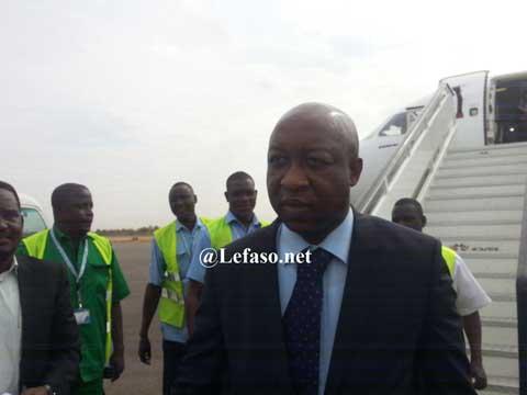 Le premier ministre Paul Kaba Thiéba, nommé le 06 janvier 2016 est arrivé ce matin à l'aéroport international de Ouagadougou en provenance de Dakar où il servait à la BCEAO.