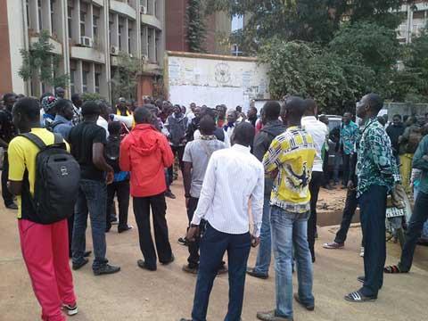 Ministère des enseignements secondaire et supérieur: Des enseignants manifestent pour exiger leur mandatement