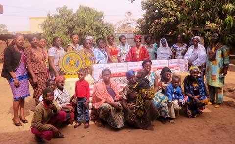 Soutien aux veuves et aux orphelins: Inner Wheel Club Zoodo offre des produits alimentaires à la Fondation Lucie Kaboré