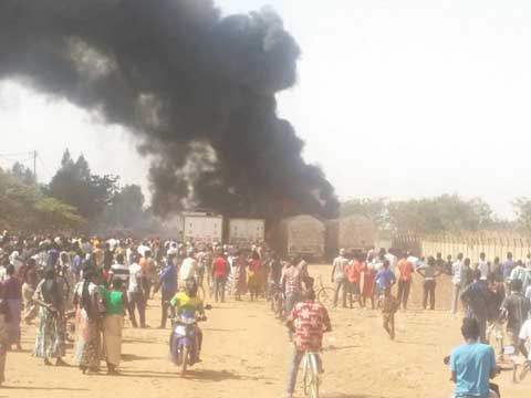 TolcéYaar: Des camions ravagés par les flammes