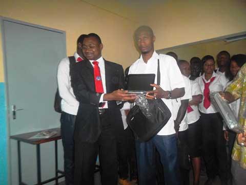 Bobo-Dioulasso: Des ordinateurs pour encourager  les étudiants de l'Institut science campus