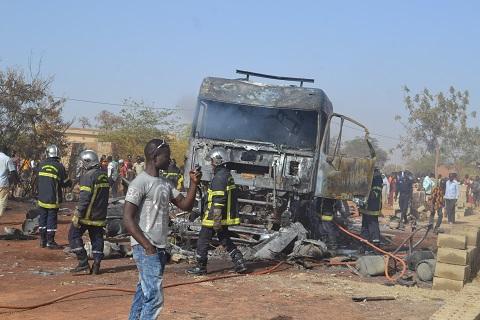 Tampouy: Un camion contenant des bouteilles de gaz butane prend feu