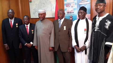 Remise de trois décorations à des Burkinabè, en différé à Abidjan