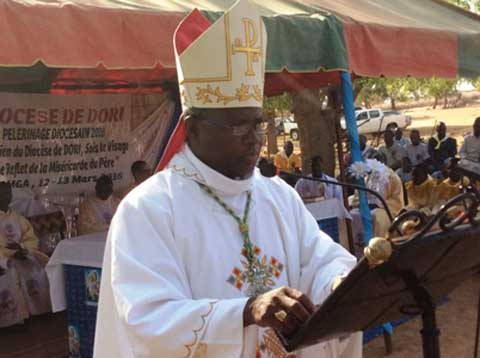 Année de la miséricorde: Mgr Laurent B. DABIRE ouvre une nouvelle lunetterie à Dori