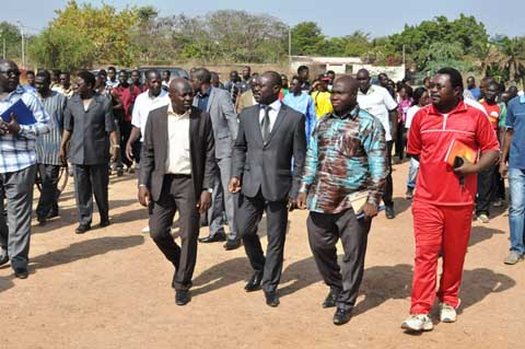 Université Ouaga I Pr Joseph Ki-Zerbo: Dr Taïrou Bangré visite les infrastructures sportives