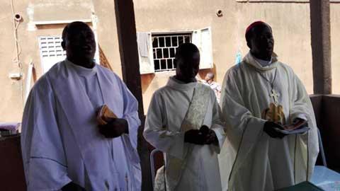 Mgr Lucas aux détenus de la maison d'arrêt et de correction de Banfora: Vous êtes libres par la foi