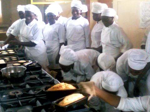 Education: Les lycées professionnels reçoivent leur matière d'œuvre