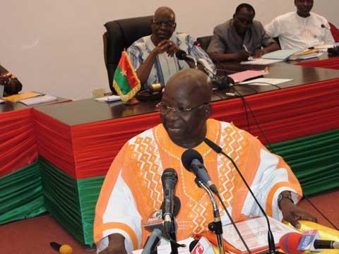 Simon Compaoré, «Chef suprême des Kogl-wéogo», fait son show à l'assemblée nationale