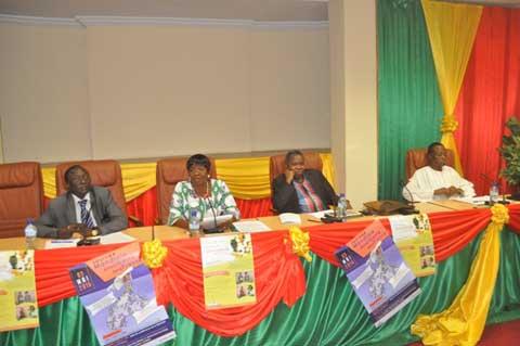 Presse et renouveau démocratique: Trois éminents professeurs décortiquent le sujet à travers un panel