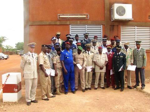 Ecole militaire technique de Ouagadougou: 19 stagiaires de 11 nationalités désormais spécialistes en armes de petits calibres