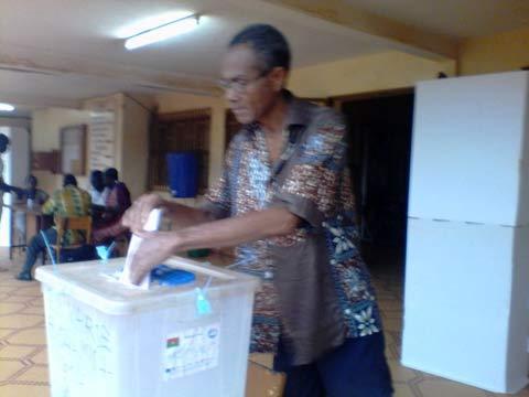 Elections municipales: Des électeurs votent dans le calme mais sans grande affluence
