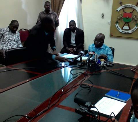 «Ce n'est pas parce qu'on ne parle pas qu'on ne travaille pas», dixit Simon Compaoré, ministre en charge de la sécurité.
