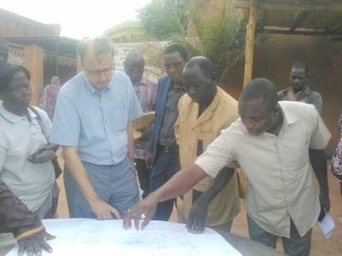 Approvisionnement des quartiers périphériques en eau potable: Le directeur eau Afrique de l'Ouest de la Banque mondiale en visite de terrain
