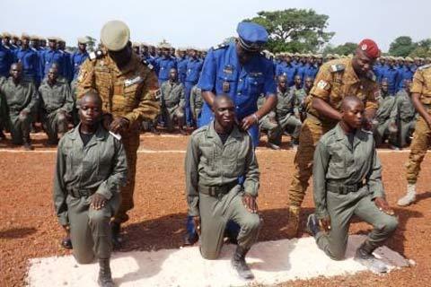 Bobo-Dioulasso: 724 élèves sous-officiers ont reçu leurs épaulettes