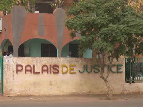 Sit-in de protestation de l'APDC devant le palais de Justice: Le parquet réagit
