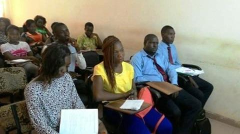 Institut Polytechnique privé Shalom: Les étudiants à l'école de la TNT