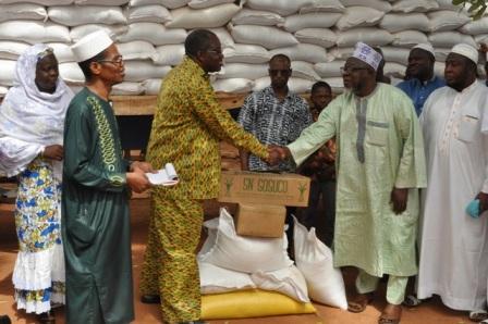 Journée de solidarité islamique: Du riz, du sucre et 16 millions pour les malades des formations sanitaires de Ouagadougou