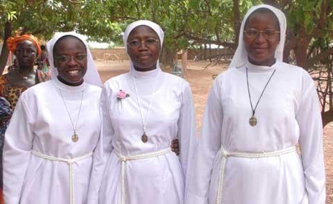 Vœux perpétuels chez les Sœurs Franciscaines Missionnaires de Marie