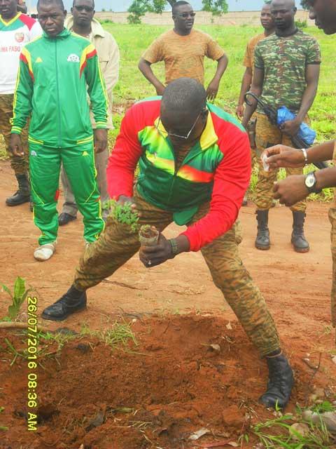 Bobo- Dioulasso: Les militaires ont mis en terre 1250 plants