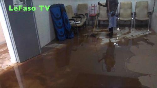 Le centre médical de la fondation Lucie Kaboré-Traoré est sous les eaux