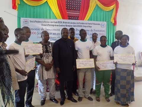 Formation professionnelle des jeunes: «Avant que les jeunes travaillent, il faut leur inculquer un esprit entrepreneurial», dixit Jean-Claude Bouda, ministre en charge de la jeunesse