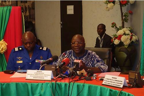 Attaques terroristes de Ouagadougou: 10 suspects toujours détenus, selon le ministre de la sécurité